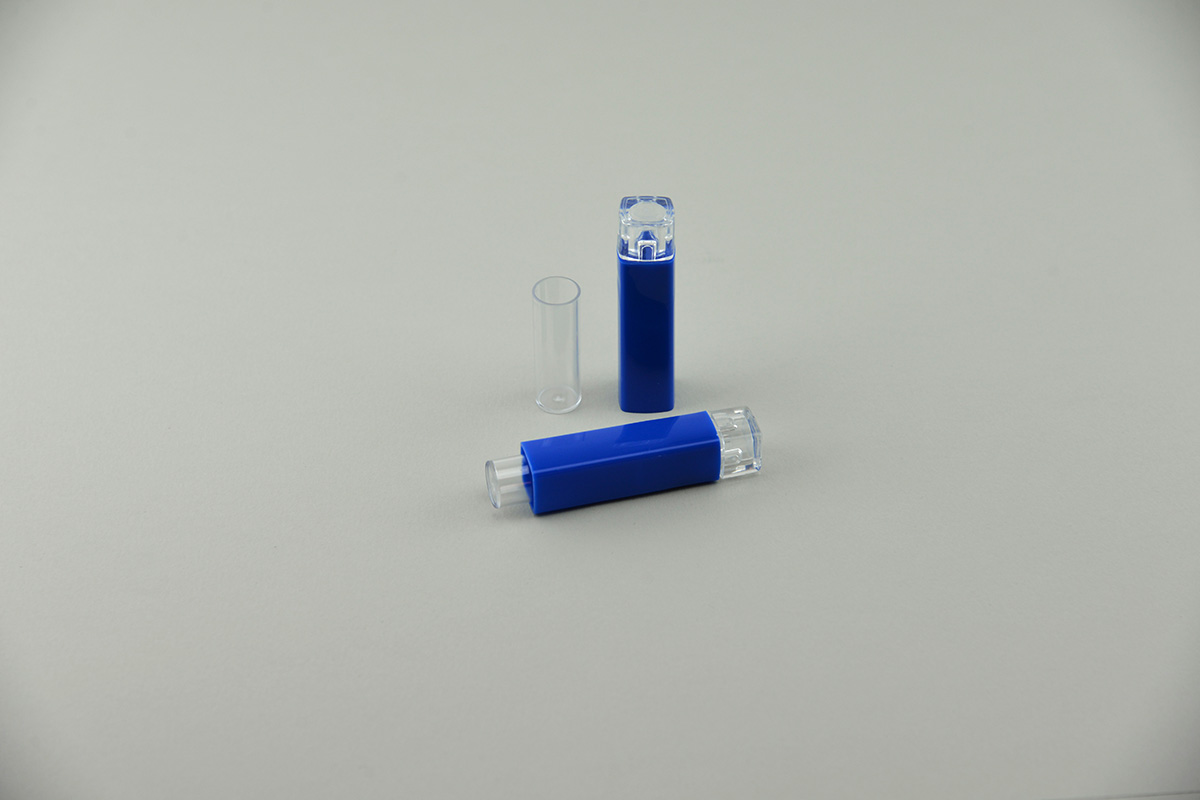 Tube distributeur à granules homéopatiques